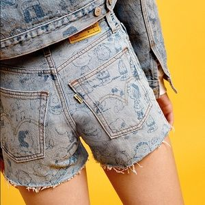 NWT LEVI'S snoopy collection denim shorts!